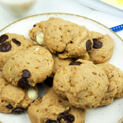 VEGAN CHEWY CHOCOLATE CHIPS COOKIES