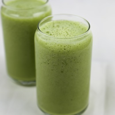 HOW TO MAKE SIMPLE GREEN SMOOTHIE