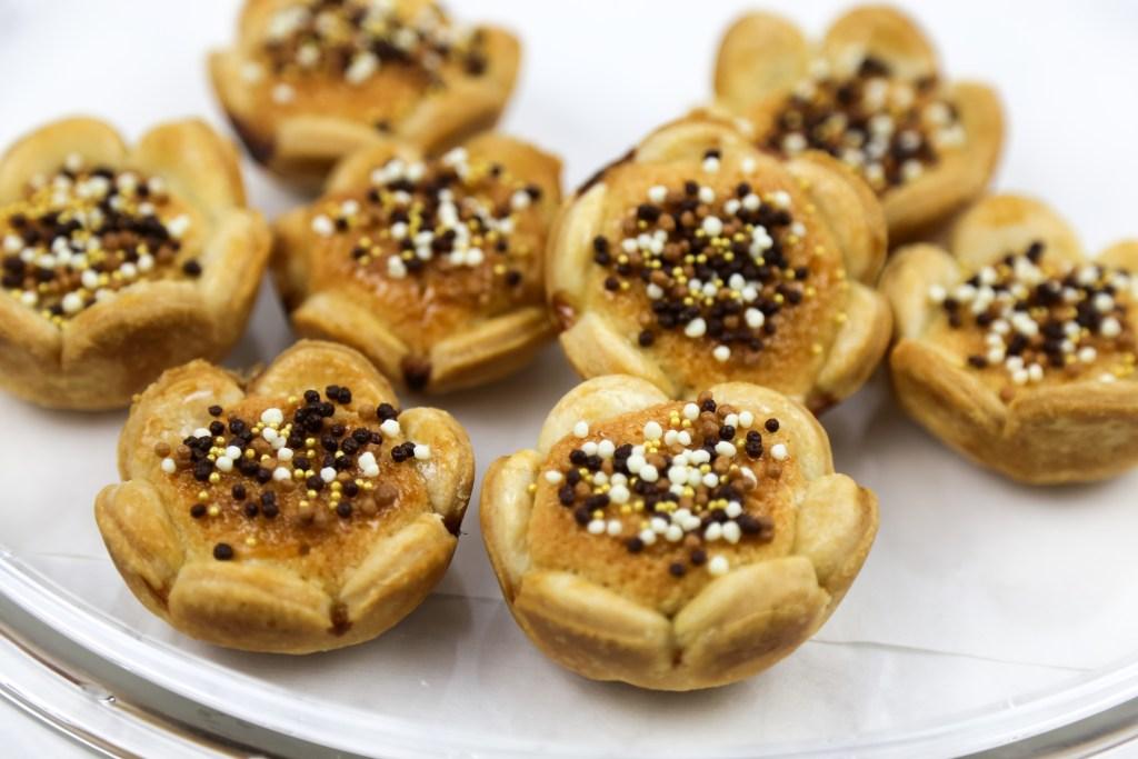 vegan flower cookies